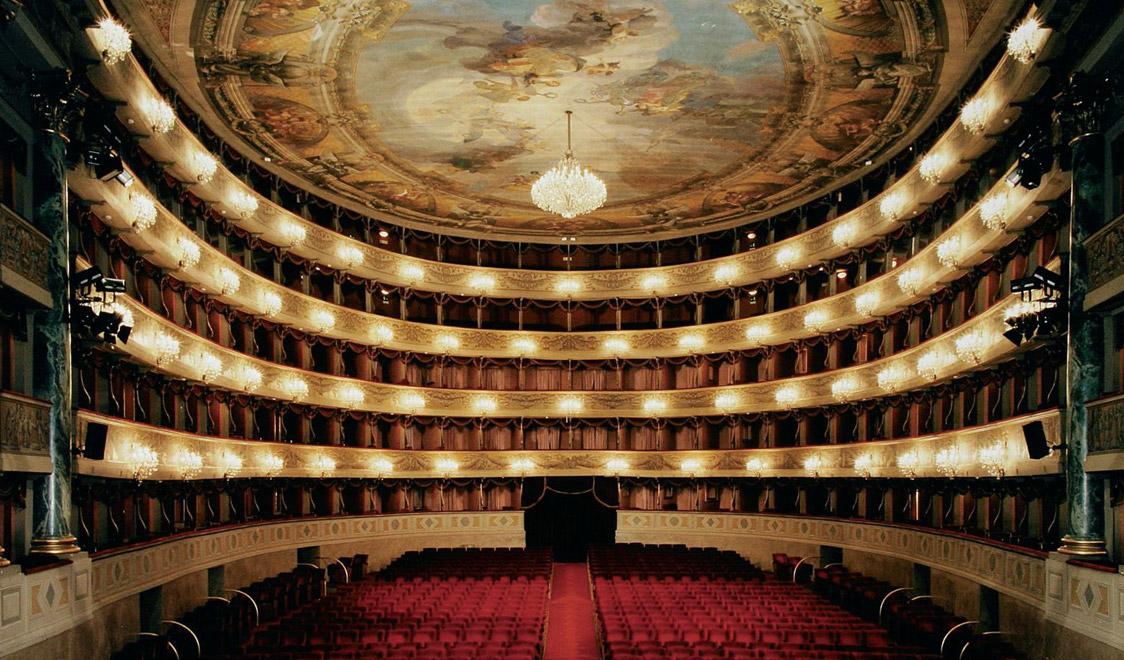 Kết quả hình ảnh cho Nhà hát Teatro alla Scala