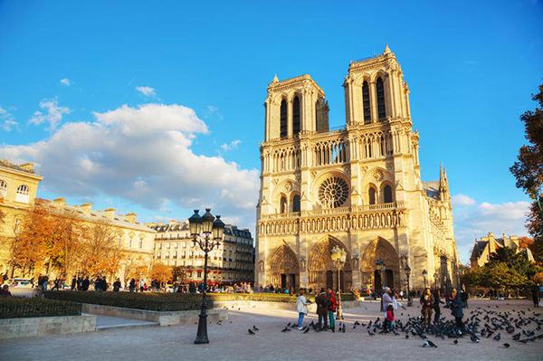 Paris Nha Tho Duc Ba